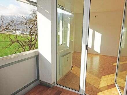 Schöne 3 Zimmer Wohnung mit herrlichem Ausblick ins Grüne und in die Berge
