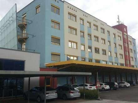 Gewerbeliegenschaft - großzügiges Bürogebäude mit Parkflächen, Nähe Autobahnknotenpunkt