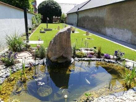 Zentrum Neusiedl am See: Zweifamilienhaus (wie neu!) 366 m² Nutzfläche + 444 m² paradisischer Garten