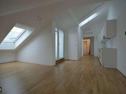 Neu-Erstbezug! - Klimatisierte DG-Wohnung mit Terrasse- KFZ Stellplatz optional
