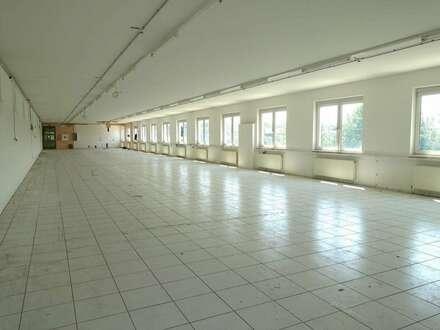 GEWERBEPARK DONNERSKIRCHEN! Bürofläche mit 450m2! Gepflegter Zustand! Stellplätze!