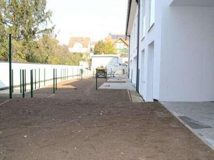 ABSOLUTE HOFRUHELAGE! PROVISIONSFREI! ERSTBEZUG 4 Zimmer Wohnung + Überdachte Terrasse UND Garten! FERTIG!