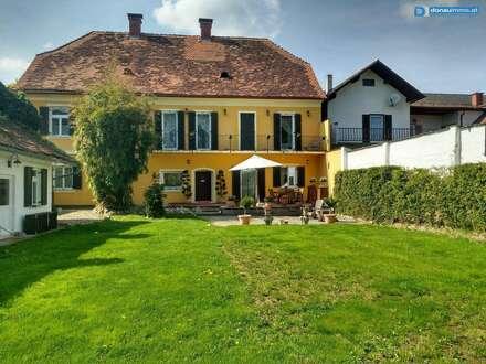 Repräsentatives Herrenhaus im Zentrum von Burgau