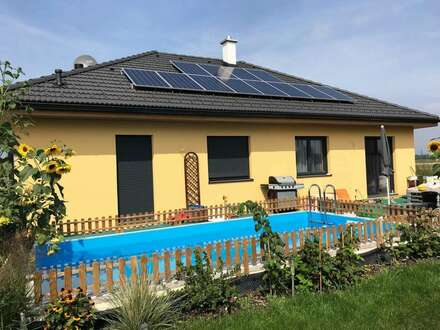 Bungalow in toller Lage samt Pool und Photovoltaik