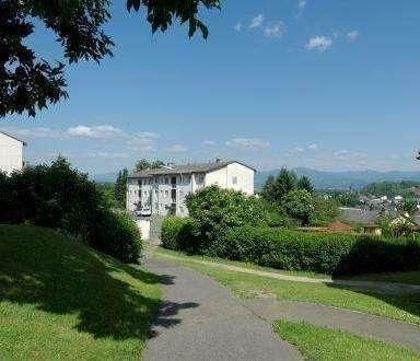 Erstbezug: Neu sanierte Dreiraumwohnung mit Süd-Balkon - ruhige & schöne Grünlage mit herrlicher Aussicht!