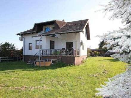 PAUL & Partner: Einfamilienhaus in Ruhelage mit schönem Ausblick