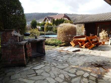 Traumruhelage: Idyllisches Holzmassivhaus in Sackgassenlage - Natur und Nachhaltigkeit (2284)