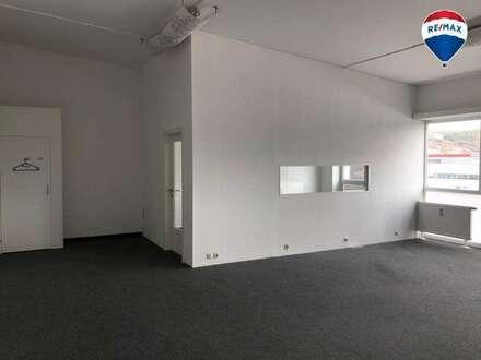 Mietfläche (ca. 85m² mit ca. € 7,76 / m² Miete) im 2.OG - Büro / Praxis / Verkaufsraum / Schauraum / Studio