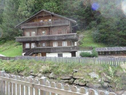 idyllisch gelegenes Holzhaus