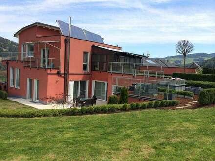 Repräsentatives Einfamilienhaus mit Pool und Traum Aussichtslage