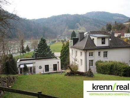 Sanierte Villa im Gartenpark mit Blick aufs Donautal