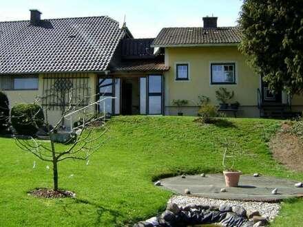 Großes, gepflegtes Haus mit 2 Wohneinheiten - sehr gute Bausubstanz - großer Garten