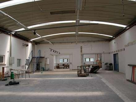 Büro-/Ausstellungsflächen mit industriellem Flair