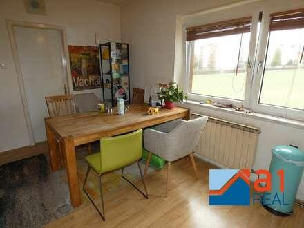Zentral begehbare Wohnung mit Balkon!