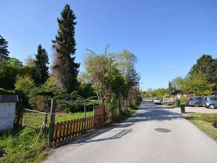 -GRENZE ZU PERCHTOLDSDORF! Wunderschönes 965 m² Baugrundstück mit Althaus - aufgeschlossen!
