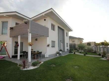 PAUL & Partner: Baumeisterhaus in Ruhelage mit 1 Garage und Carport