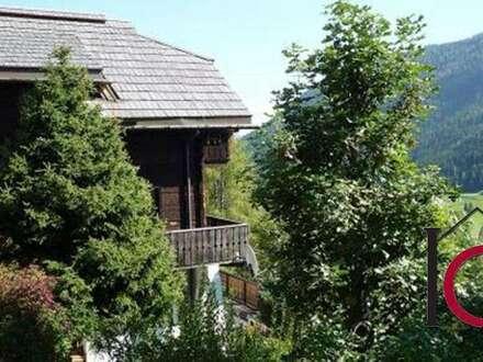 Gepflegte Wohnung in rustikaler Landhausvilla mit Panoramabalkon