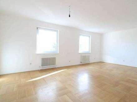 Geräumige 5-Zimmer-Wohnung im 3. Liftstock mit tollem Fernblick, Loggia und Autoabstellplatz/50