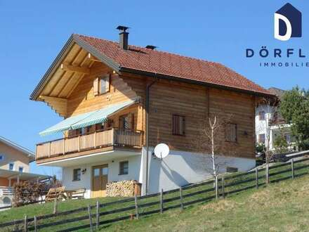 Holzblockhaus mit Panoramablick