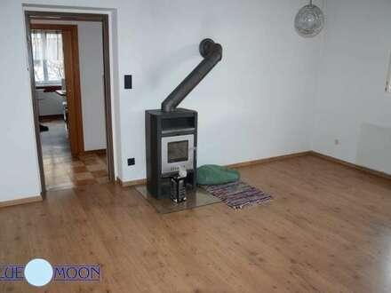 Sonnige 3 Zimmer mit Loggia, Garage, erster Stock, Gartenbenützung, guter gepflegter Zustand