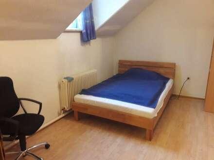 Franz-Josef-Straße - Kleines Zimmer mit Kochnische zu vermieten!