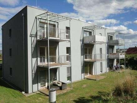 Neubauwohnung im Zentrum mit Terrasse und Carport