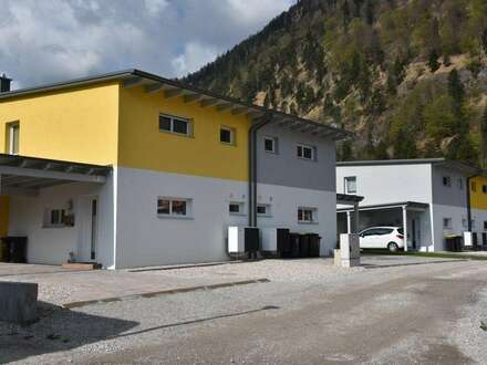 Doppelhaus in sonniger Lage