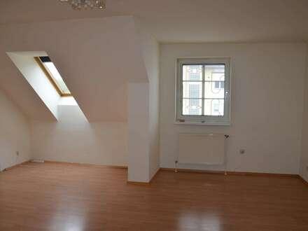 Helle Dachgeschosswohnung - provisionsfrei