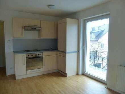 Zentrale 2-Zimmer-Wohnung mit möblierter Küche!