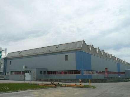 Direkt vom Eigentümer! - Moderne Produduktionshalle inkl. Büros & Parkplätzen