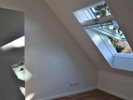 2 Zimmer Dachgeschosswohnung mit 8 m² Balkon + Parkplatz