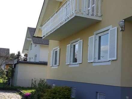 Zwei 3-Zimmerwohnungen mit 72m² bzw. 70m² Wohnfläche plus Terrasse 16m² bzw. Balkon 7,5m² in Zweifamilienhaus, stehend auf 1600m² Grund mit großem Grünflächenanteil im Randbereich von Feldbach zu vermieten