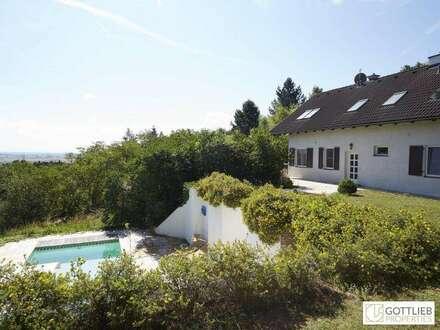 Unvergleichliches Landhausstil-Anwesen mit Poolhaus und Panoramablick auf ca. 11.000 m2 Eigengrund