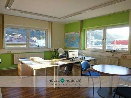 Funktionale Büro-/Lagerkombination in Mayrwies