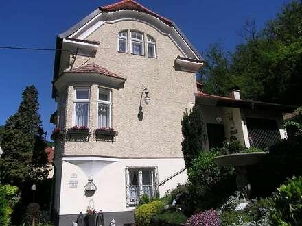Repräsentative Villa in erhöhter Wohnlage!