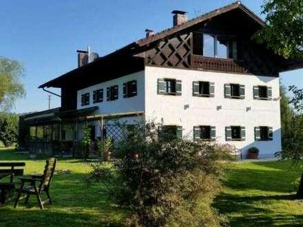 SALZBURGER FLACHGAU: Revitalisiertes Landgut mit Pferdestall und 3,5 ha Wiesen!