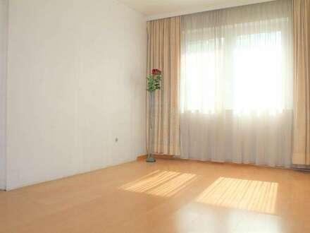 Nette zentral gelegene 3 Zimmer Wohnung mit viel Potential !