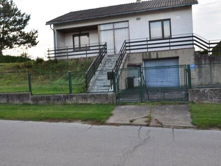 Wohnhaus mit großer Garage