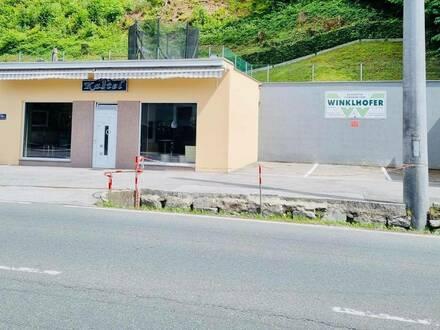 Geschäftslokal in TOP LAGE mit eigenen Parkplätzen