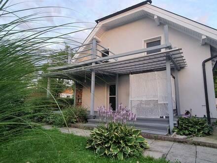 Lamprechtshausen (30 Min. per LB in Salzburg) : Charmantes Einfamilienhaus im Grünen (Garten, Pop-up Pool, Carport, Kac…