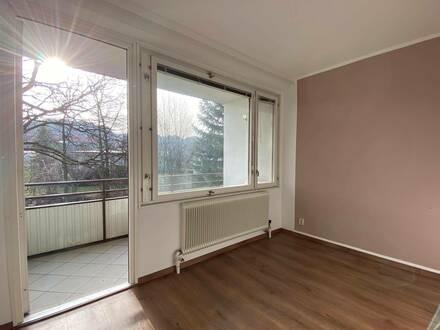 Wohnen im Grünen und schnell in der Stadt – helle 3- Zimmer Wohnung mit 2 Loggien und Kamin