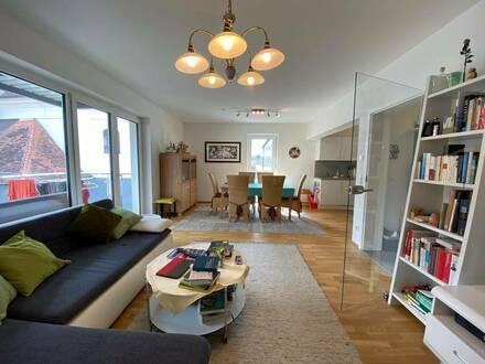 MEGA BALKON! Lichtdurchflutete 3-Zimmer-Wohnung in Neubau-Zustand mitten in Gleisdorf!