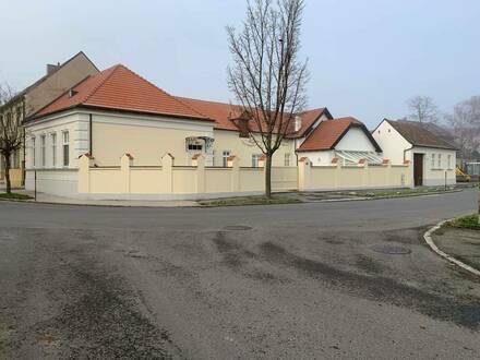 Privatverkauf - Sanierter, Jahrhundertwende-Altbau, samt Nebenhaus