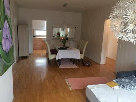 Ruhige 4 Zimmer Wohnung, zentrale Aussichtslage, Loggia, Balkon, Garage, Parkplatz, keine Provision