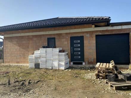 Rohbau-Bungalow mit Garage