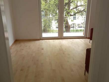 Ruhige provisionsfreie renovierte 3 Zimmerwohnung im Grünen