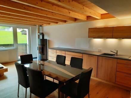 Vollständig renovierte 4-Zimmer-Wohnung möbliert mit Balkon und Einbauküche