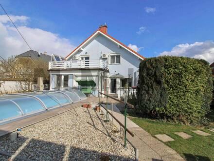 Traumhaus mit unverbautem Naturblick, idyllischem Garten mit Pool und herrlicher Platzvielfalt