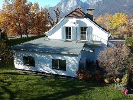 Einfamilien-Haus mit Einliegerwohnung (Garconniere), 2 getrennte Wohneinheiten, großer, uneinsehbarer Garten