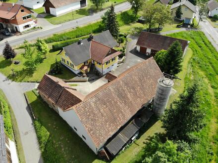 Einfamilienhaus mit Stall und Wirtschaftsgebäuden